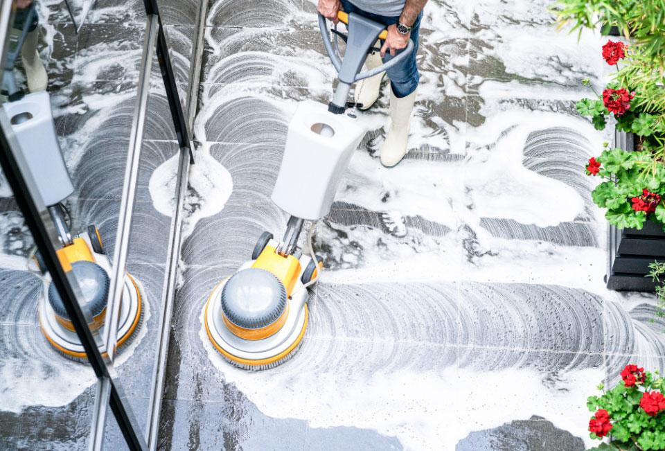 Floor cleaner on outside tiles